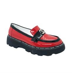 Туфли для девочки, цвет красный, оформлены бляшкой